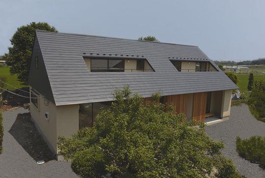 三角大屋根の家