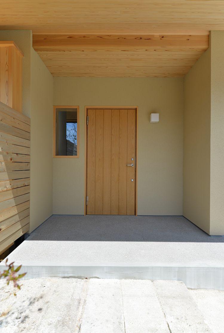 玄関ドア...